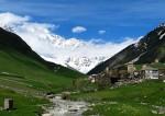 Auf dem Weg zum Schkchara-Gletscher