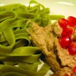 Badrigani-Pesto mit Spinatnudeln